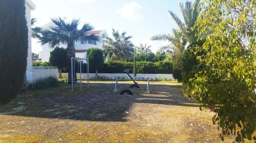 حديقة خارج Protaras Sunny Apartment