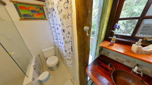 A bathroom at Casa do Joca - Ilhabela