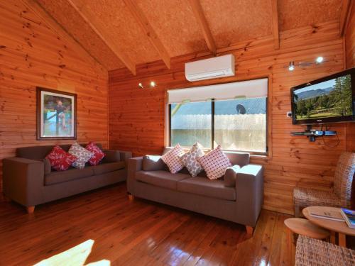 A seating area at Cabin 27 @ Kangaroo Valley Resort & Golf Club