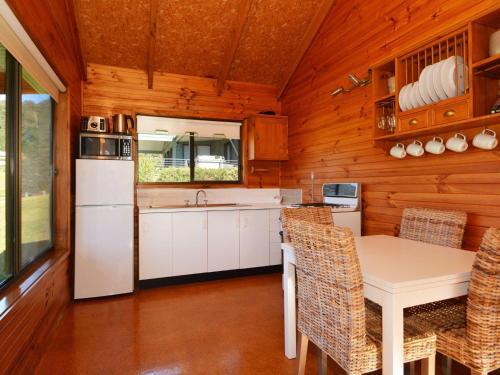 A kitchen or kitchenette at Cabin 27 @ Kangaroo Valley Resort & Golf Club
