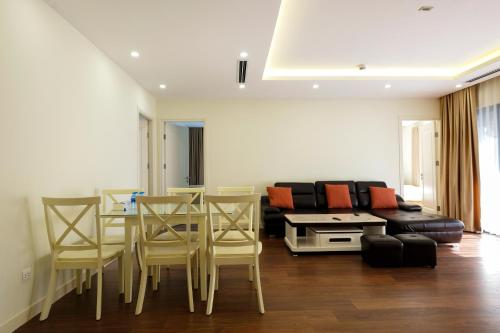 3BR IMPERIA GARDEN @ SWIMMING POOL VIEW
