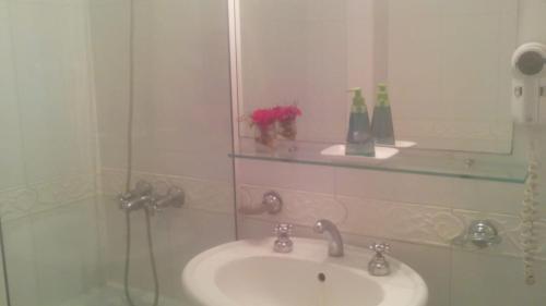 Un baño de Milenium suites. Avenida Bartolomé Mitre 753