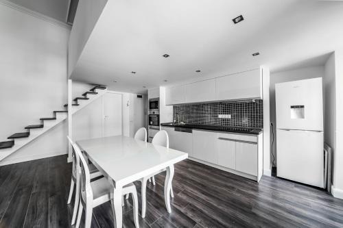 Кухня или кухненски бокс в Király 28 Entire Aircon Center Apartment