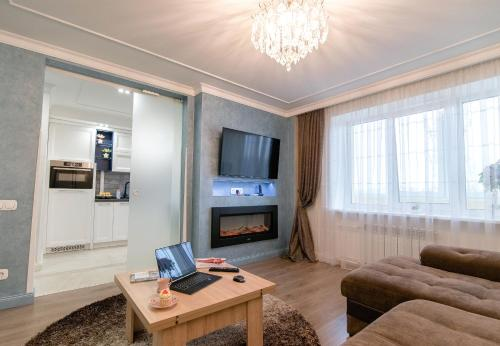 A television and/or entertainment center at Apartamenti v centre na Sovetskoy