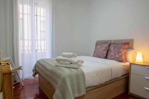 A bed or beds in a room at Cute and quirky 3bed 2min to tube in Retiro