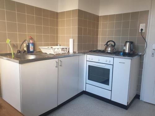 A kitchen or kitchenette at Breite Familien Apartment
