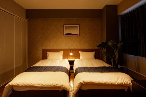 A bed or beds in a room at e-stay namba