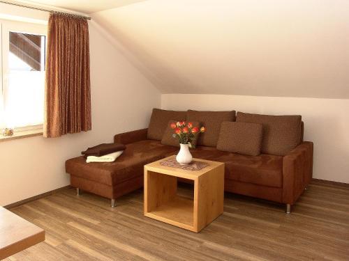 Ein Sitzbereich in der Unterkunft Fellhornhaus Ferienwohnungen