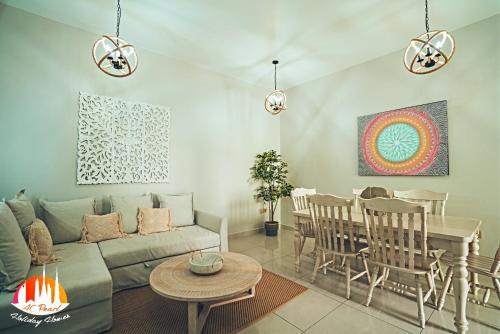 A seating area at A C Pearl Holiday Homes - Pinnacle of Marina