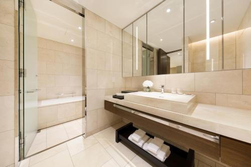 A bathroom at Ascott Marunouchi Tokyo
