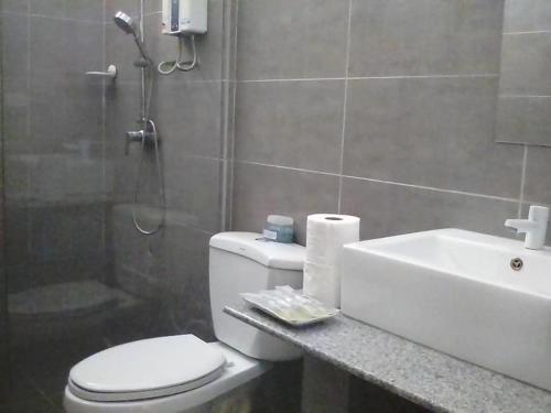 A bathroom at panglao moravian apartments