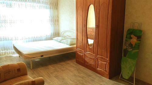 Кровать или кровати в номере Apartment on Mira, 51