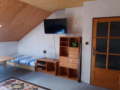 Postel nebo postele na pokoji v ubytování Lipa v ceste