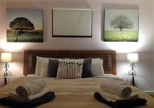 A bed or beds in a room at Sutton Spring Art Retreats