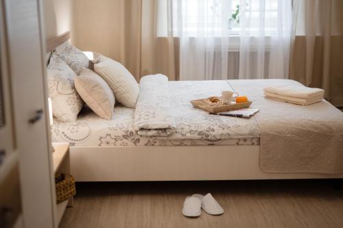 Кровать или кровати в номере Brest Central Apartment