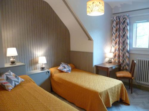 A bed or beds in a room at Maison de vacances - FONTENAY-SUR-EURE
