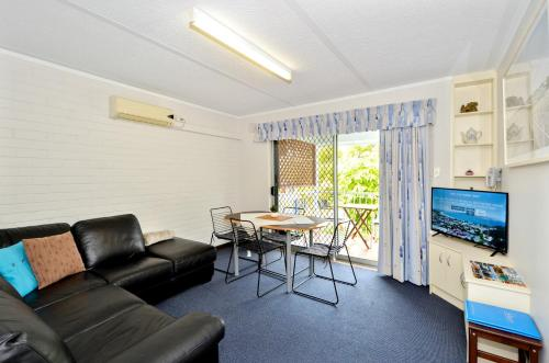 A seating area at Dolphin Lodge Albany - Self Contained Apartments at Middleton Beach