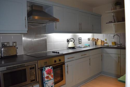 Nhà bếp/bếp nhỏ tại Modern and Homely 2 Bed Flat in Whitechapel