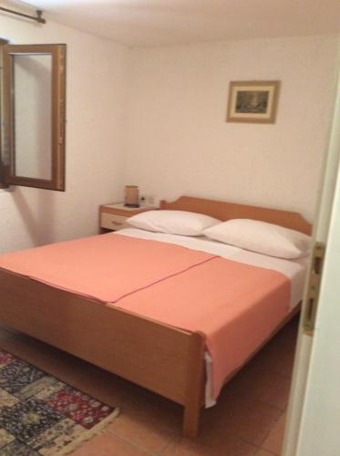 A bed or beds in a room at Villa Jadranka