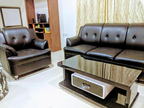 A seating area at Ivy Orchids Villa