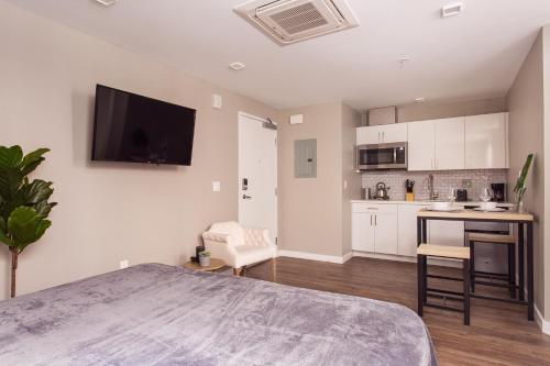 A kitchen or kitchenette at SD Premium Chic Studio