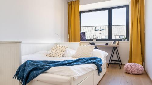 A bed or beds in a room at Smart&Green Living by Ambiente