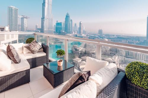 A balcony or terrace at Elite Royal Apartment - Burj Residences T7 - President