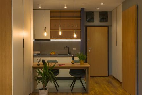 A kitchen or kitchenette at Urban Oasis