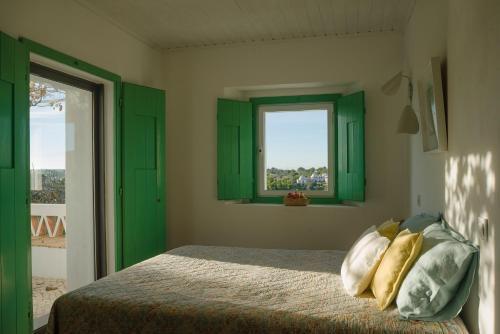 A bed or beds in a room at Casa do Eirado