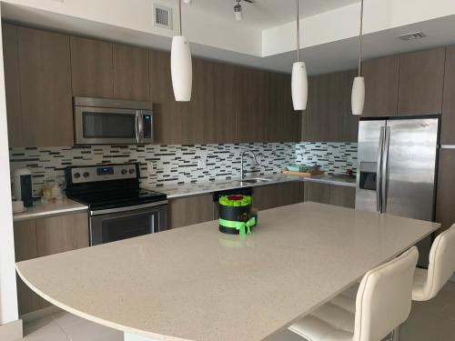 A kitchen or kitchenette at Luxury Apartment Downtown