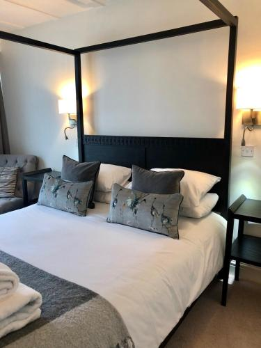 A bed or beds in a room at Hotel Wroxham