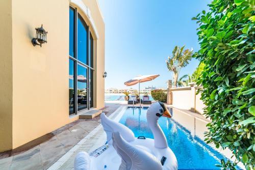 The swimming pool at or near Yanjoon Holiday Villas - Palm Jumeirah Frond L