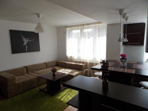 A seating area at Central Apartment Suceava