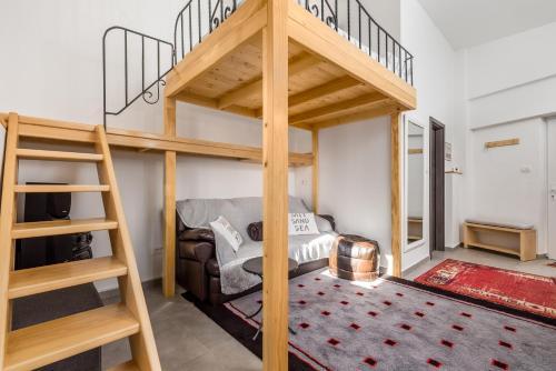Pograd oz. pogradi v sobi nastanitve Studio Apartment Madonna