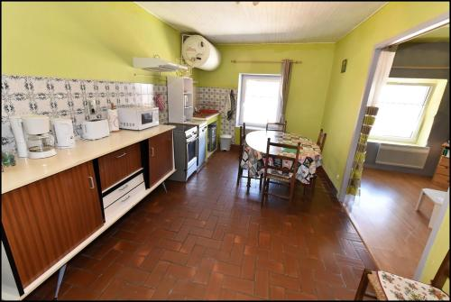 A kitchen or kitchenette at Doudou Vercors