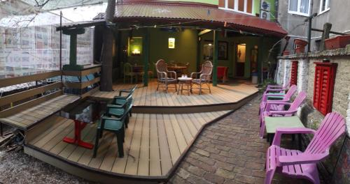 A restaurant or other place to eat at Hostel Balkan Han