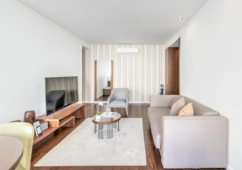 A seating area at BO - Julio Dinis * Apartments & Parking