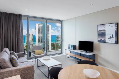 A seating area at Wyndham Surfers Paradise