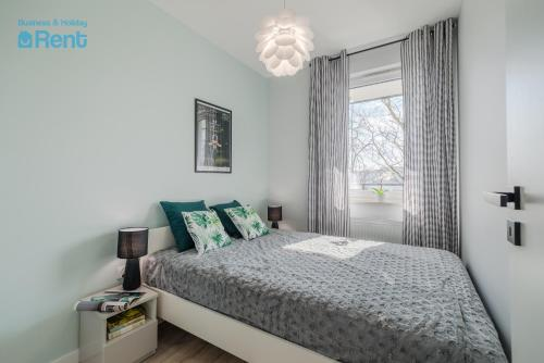 A bed or beds in a room at Business&HolidayRent Nowe Apartamenty