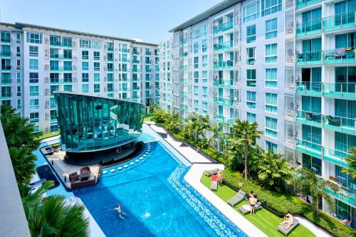 Вид на бассейн в City Center by Mypattayastay или окрестностях