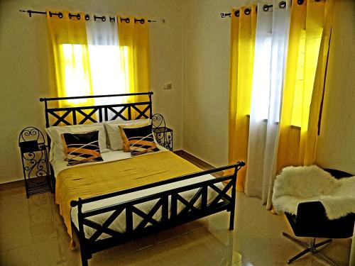 A bed or beds in a room at APPARTEMENT MAKEPE BM 2