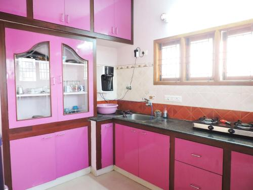 A kitchen or kitchenette at Victor Service Apartments
