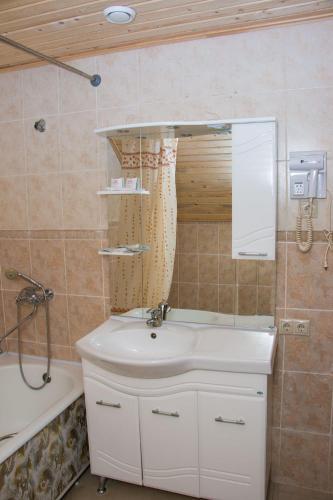 A bathroom at Lesnaya Skazka Hotel