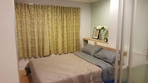 Кровать или кровати в номере Lumpini Vacation Apartment
