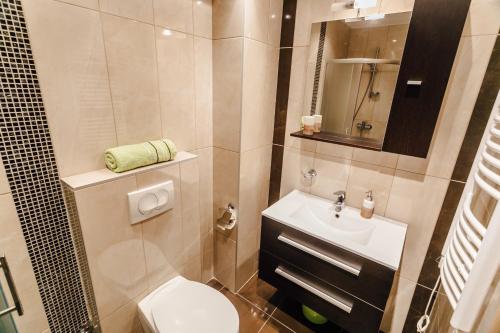 A bathroom at Apartments Rivijera
