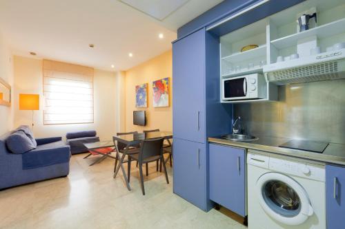 Cuisine ou kitchenette dans l'établissement Apartamentos Vértice Sevilla Aljarafe
