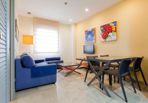 Coin salon dans l'établissement Apartamentos Vértice Sevilla Aljarafe