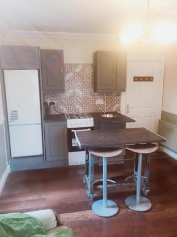 A kitchen or kitchenette at Athy Apartment