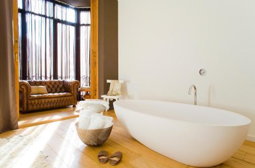 A bathroom at DestinationBCN Universitat Apartments