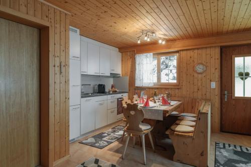 Küche/Küchenzeile in der Unterkunft Ferienwohnung Sunnehöckli